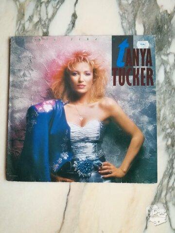 TANYA TUCKER - GIRLS LIKE ME