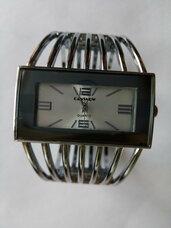 Laikrodis-apyrankė