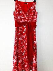 Graži raudona suknelė