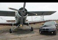 Su lengvuoju automobiliu vežame i / is oro uostus. Mes pasir