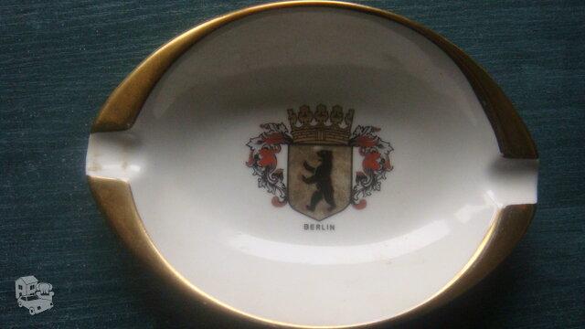 Vokiška porcelianinė peleninė
