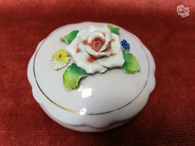 Porcelenine dezute