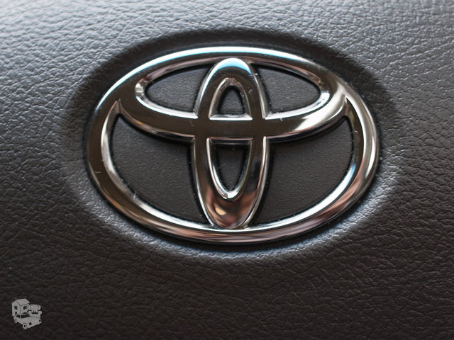Toyota Sequoia dalimis