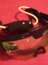 Žaisliniai akiniai su tamsoje žaliai šviečiančiomis lemputėmis