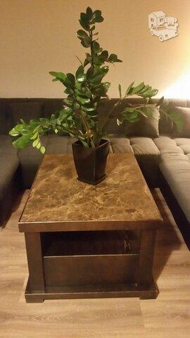 Svetainės staliukas su akmens plokštės stalviršiu ir 4 stalčiais
