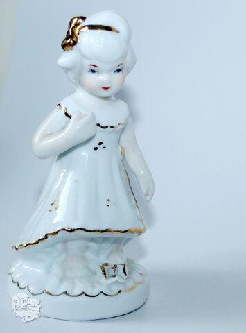 Puošni mergaitės statulėlė
