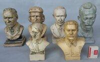 Įvairių įžymybių biustai skulptūtos