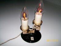 Rusenančias žvakes imituojantis šviestuvas