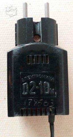 Veikiantis maitinimo adapteris nuo skaičiavimo mašinėlės