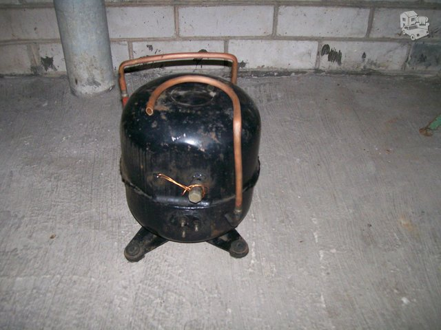 Du naudoti kompresoriai nuo rusiško kondicionieriaus