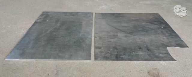 Du aliuminio skardos gabalai
