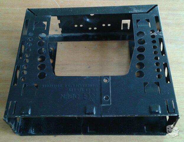Automagnetolos stalčius