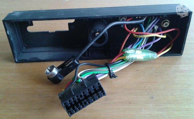 Sony automagnetolu jungtis