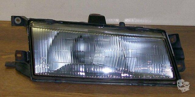 Dešinės pusės priekinė lempa nuo 1992 metų Hyundai Pony